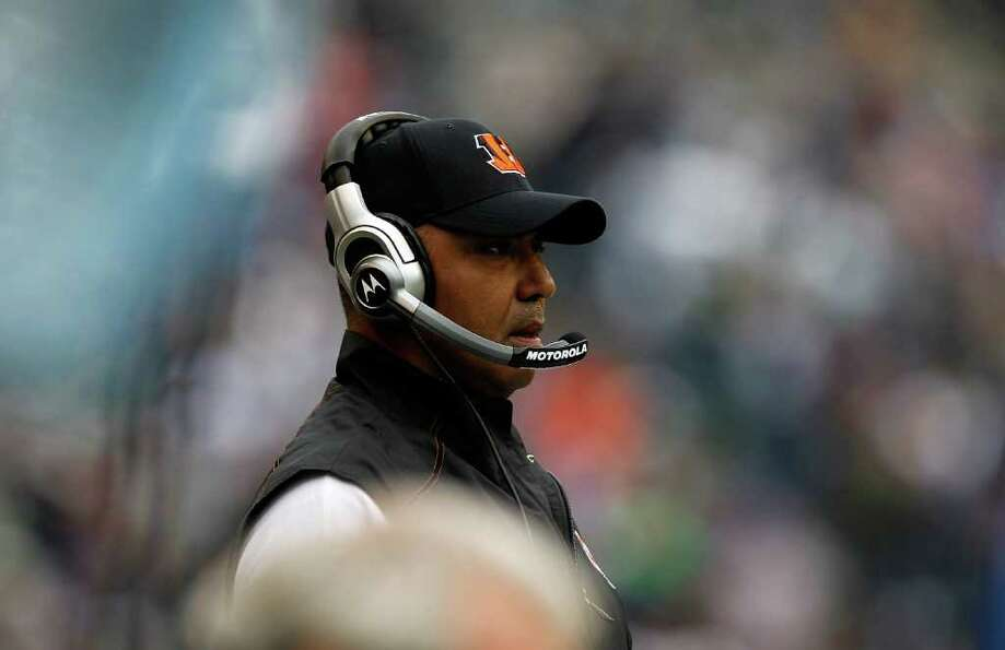SEATTLE - OCTOBER 30:   Head Coach Marvin Lewis of the Cincinnati Bengals watches the game against t