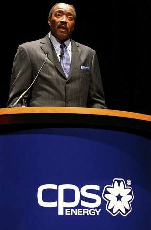 CPS Energy CEO Doyle Beneby recommended trustees scrap all proposals for the power plant and start the process over. Photo: EDWARD A. ORNELAS, SAN ANTONIO EXPRESS-NEWS / © SAN ANTONIO EXPRESS-NEWS (NFS)