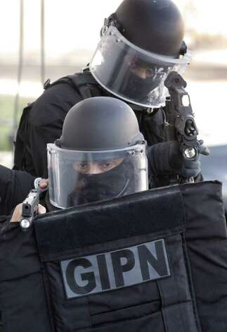 Policemen of GIPN (French National Police Intervention Groups) train in Nice, southern France, Wednesday, Oct. 26, 2011, ahead of the G20 leaders summit on November 3-4 in Cannes, near Nice . Photo: Lionel Cironneau, AP / AP