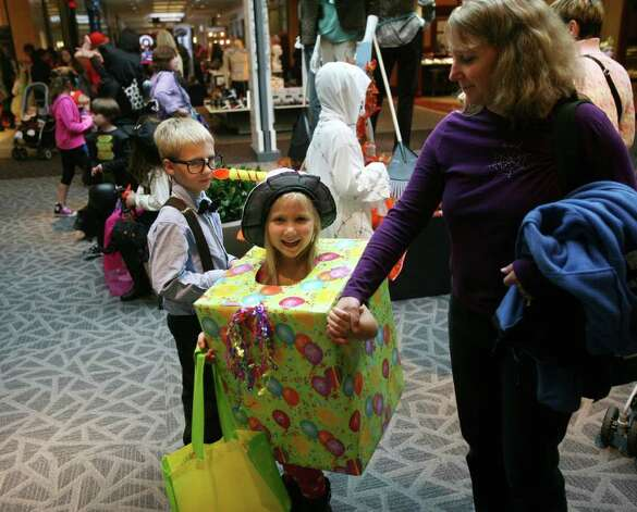Trick or treating at the Westfield Trumbull Mall on Monday, October 31, 2011. Photo: Brian A. Pounds / Connecticut Post