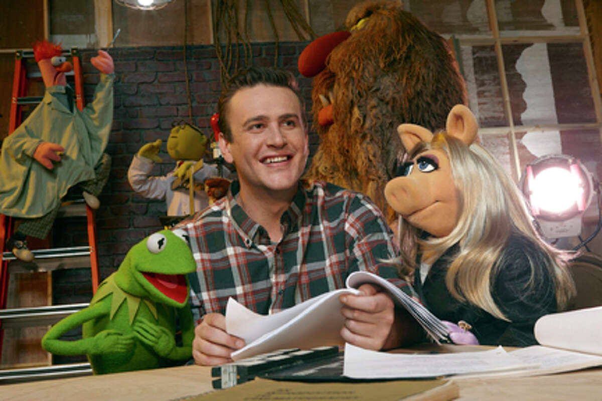 (L-R) Kermit the Frog, Jason Segel and Miss Piggy in