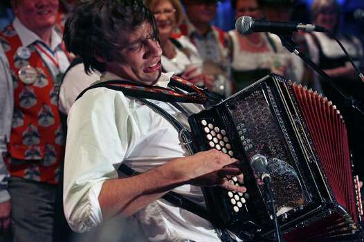 Genre-bending favorite Alex Meixner will help open the annual salute to sausage. EXPRESS-NEWS FILE PHOTO Photo: TOM REEL, SAN ANTONIO EXPRESS-NEWS / treel@express-news.net