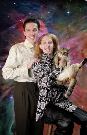 Their feline friend had a habit of opening her legs, must be something she picked up on another planet. Photo: Courtesy AwkwardFamilyPhotos.com
