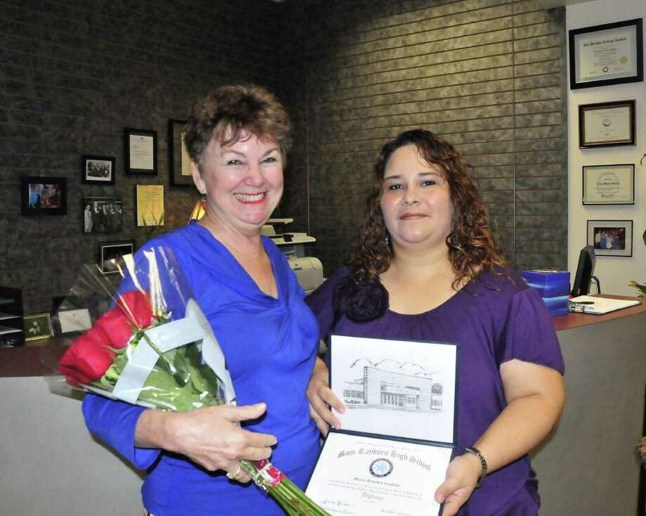 COURTESY SAN JACINTO COLLEGE ACHIEVEMENT: Maria Lourdes Castillo, right, pays a visit to Kaye Moon Winters, the woman who inspired her to pursue her high school diploma. Moon Winters founded the Never Too Late (N2L) program at San Jacinto College Central for nontraditional students. Photo: San Jacinto College