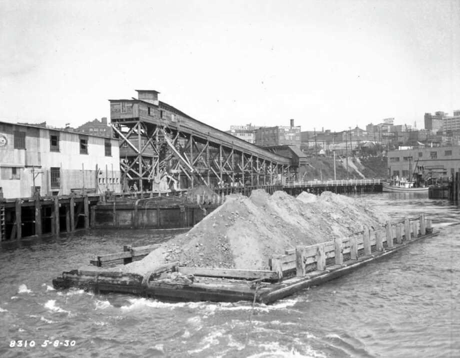 Dumping Denny Hill into Elliott Bay, May 8, 1930. Photo: Seattle Municipal Archives