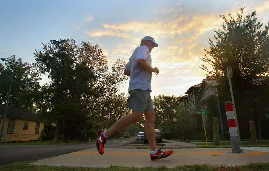 A Houston jogger takes advantage of the mild temperatures on Wednesday. Photo: Cody Duty / © 2011 Houston Chronicle