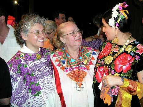 OTS/BROTHERS - Graciela Sanchez (director of Esperanza), Maria Luisa Camacho (honoree) and Sandra Cisneros (author) were at the Esperanza Center on 3/27/2004 for the Rebozo de Caramelo event. names checked photo by leland a. outz Photo: LELAND A. OUTZ, SPECIAL TO THE EXPRESS-NEWS / SAN ANTONIO EXPRESS-NEWS