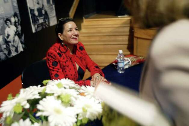 METRO Author Sandra Cisneros (left) talks with a fan while signing books after a book reading at the Mexican Fine Arts Center Museum in Chicago, Ill. Thursday, October 3, 2002.  (Photo by Peter Thompson/Special to the Express-News) Photo: PETER THOMPSON, SAN ANTONIO EXPRESS NEWS / SAN ANTONIO EXPRESS NEWS