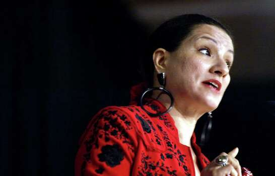 "Author Sandra Cisneros reads from her new book ""Caramelo"" at the Mexican Fine Arts Center Museum in Chicago, Ill. Thursday, October 3, 2002.  (Photo by Peter Thompson/Special to the Express-News) Photo: PETER THOMPSON, SAN ANTONIO EXPRESS NEWS / SAN ANTONIO EXPRESS NEWS"