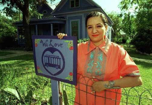ADVANCE FOR SA LIFE / FOR JULIE COOPER --  Sandra Cisneros, prize-winning author, stands in front of her home in the King William District.  San Antonio, TX. 7/25/97  PHOTO BY : RICK HUNTER / STAFF Photo: RICK HUNTER, SAN ANTONIO EXPRESS-NEWS / 97-3211