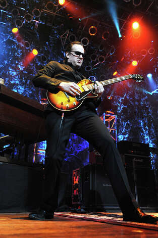 Joe Bonamassa (Photo by Robert Knight)