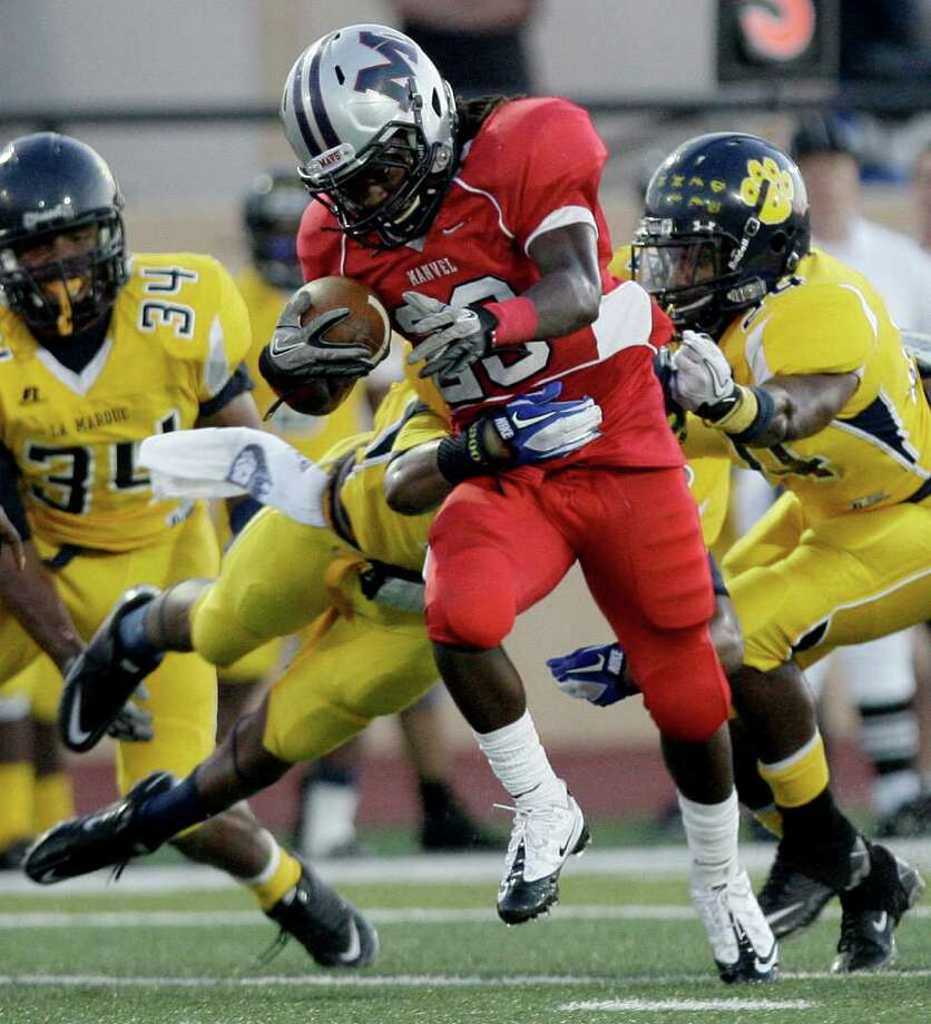 THOMAS B. SHEA: FOR THE CHRONICLE LOOKING FOR PERFECTION: Manvel running back Selwyn Green and the Mavericks have a chance to finish off a perfect regular season with a win over Dawson. Photo: For The Chronicle: Thomas B. She