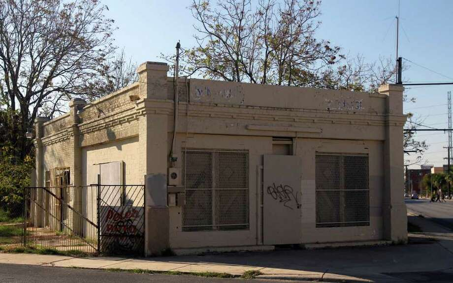 Grayburg Oil Station No. 12, which operated from the 1920s to the '50s, was denied historic status and will be razed. Photo: JOHN DAVENPORT, SAN ANTONIO EXPRESS-NEWS