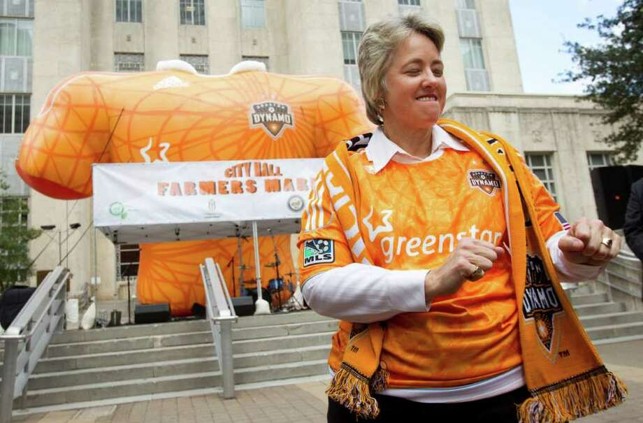 Mayor Annise Parker gets into the spirit of a Dynamo playoff rally on the front steps of City Hall on Wednesday. Photo: Brett Coomer / © 2011 Houston Chronicle