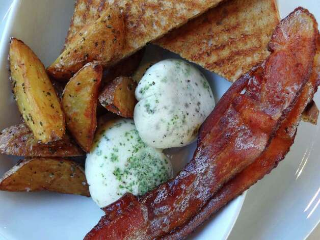 The coddled eggs come with apple smoked bacon, crispy rosemary potatoes and house whole wheat toast at Il Sogno Osteria. Photo: BILLY CALZADA, SAN ANTONIO EXPRESS-NEWS / gcalzada@express-news.net