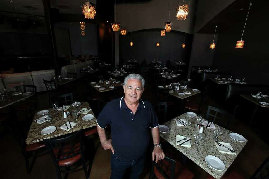 Frank Prifitera recently opened Franco's Italian Restaurant and Lounge and Naples Pizza at 10003 NW Military Hwy. Photo: EDWARD A. ORNELAS, SAN ANTONIO EXPRESS-NEWS / © SAN ANTONIO EXPRESS-NEWS (NFS)