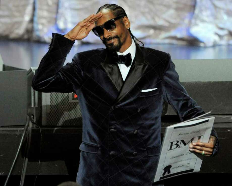 "FILE - In this Aug. 11, 2011 file photo, Snoop Dogg salutes the crowd after winning a BMI award for his song ""Gangsta Luv"" during the 11th Annual BMI Urban Awards, in Los Angeles. Twitter, which in its 5-year existence has reshaped how people shop, how they vote and even how they start revolutions, is also changing how companies pitch products to you.  (AP Photo/Chris Pizzello, File) Photo: Chris Pizzello / AP2011"