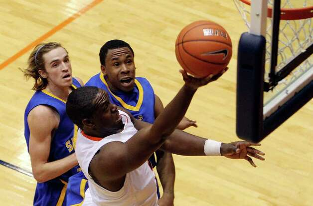 UTSA's Larry Wilkins (front) drives to the basket against San Jose State's Justin Graham (back left) and Calvin Douglas (back right) in a non-conference game at the Convocation Center on Tuesday, Nov. 30, 2010. Kin Man Hui/kmhui@express-news.net Photo: KIN MAN HUI, Express-News / kmhui@express-news.net