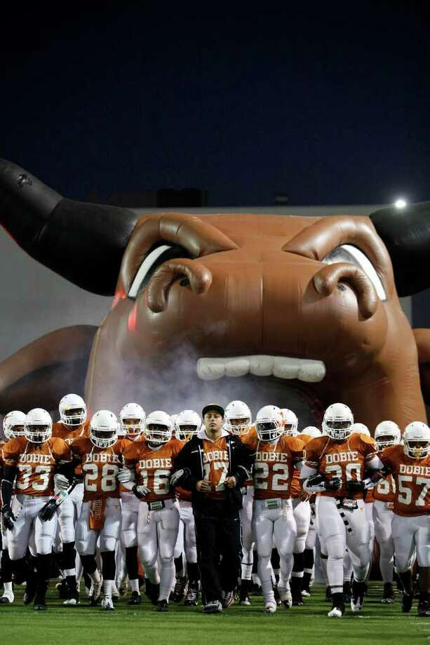 The Dobie Longhorn football team is announced prior to the first half. Photo: TODD SPOTH, For The Chronicle / Todd Spoth