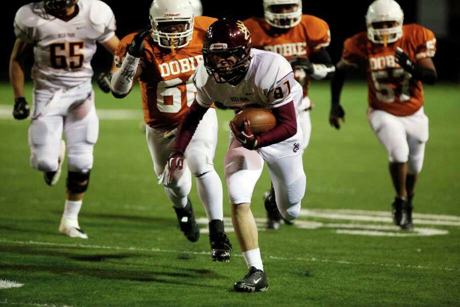 Deer Park 41, Dobie 16. Deer Park wide receiver Ronald Garcia (87) evades defenders to run for the first touchdown of the game. Photo: TODD SPOTH, For The Chronicle / Todd Spoth