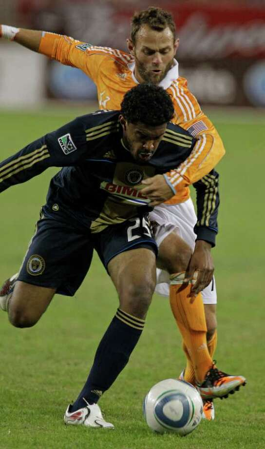 Philadelphia Union Sheanon Williams, left, and Houston Dynamo Brad Davis, right, tangle over the ball during MLS playoff game at Robertson Stadium, Thursday, Nov. 3, 2011, in Houston. Photo: Melissa Phillip, Houston Chronicle / © 2011 Houston Chronicle