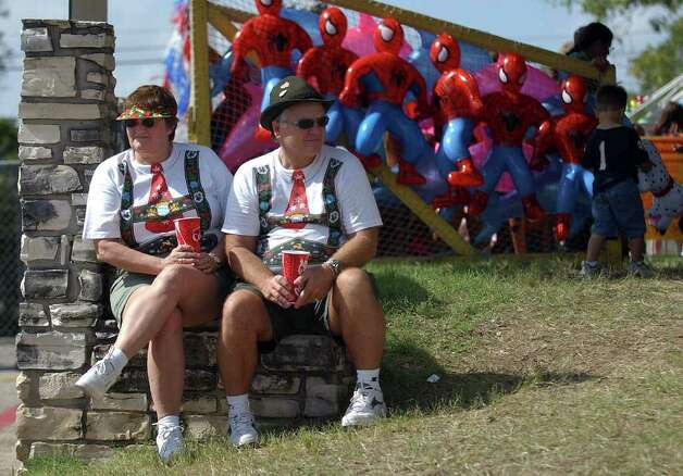 METRO - Fred Zimmerman (right) and his wife, Barbara, take a break from festivities at Wurstfest on Saturday, October 30, 2004. The Zimmermans of La Marque, Texas have attended the event on and off since 1966. (Kin Man Hui/staff) Photo: KIN MAN HUI, SAN ANTONIO EXPRESS-NEWS / SAN ANTONIO EXPRESS-NEWS