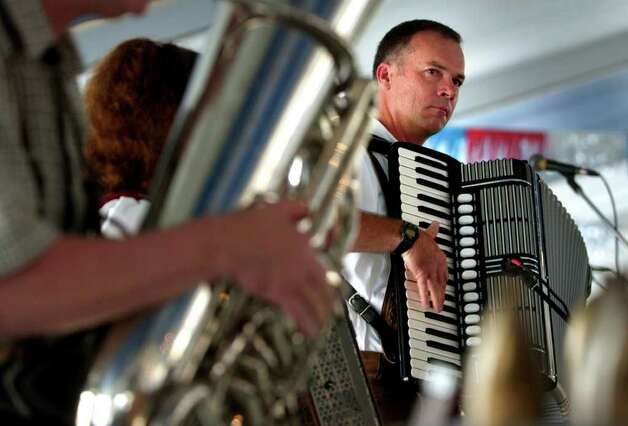 METRO DAILY - Wolfgang Kayser, with the bank Alpenfest, plays a german song on the acordian at Wurstfest in New Braunfels, Saturday, Nov. 1, 2003.  photo Bob Owen Photo: BOB OWEN, SAN ANTONIO EXPRESS-NEWS / SAN ANTONIO EXPRESS-NEWS