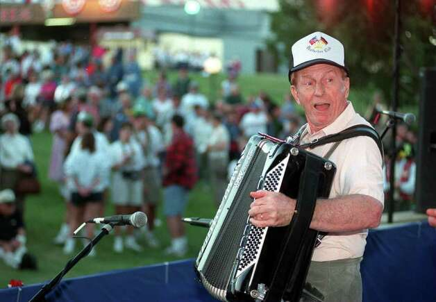 Metro daily-Myron Floren at Wurstfest.11-97 photo by tom reel.97-5216 Photo: TOM REEL, Metro Daily-Myron Floren