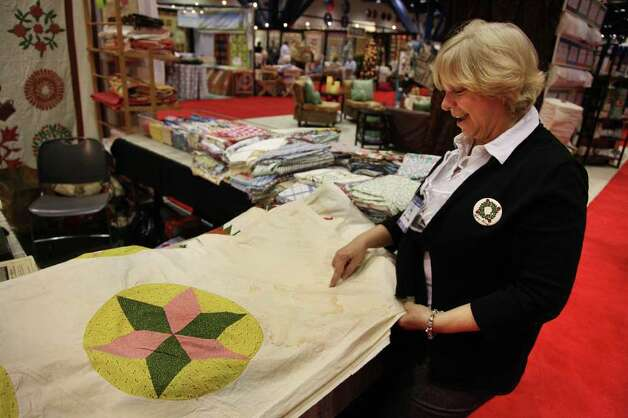 CLEANING YOUR ANTIQUE QUILT - GOOGOBITS