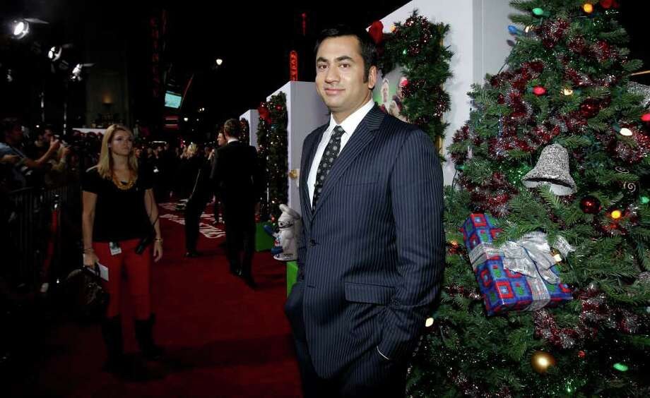 kal penn took time off from his duties at the white house to film a very - A Very Harold Kumar 3d Christmas Cast