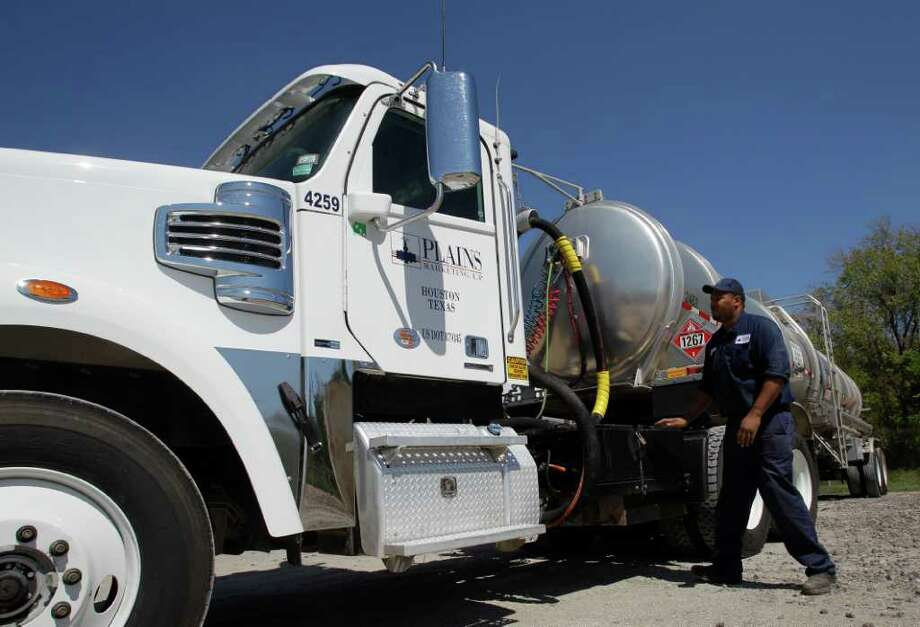 MELISSA PHILLIP : CHRONICLE LOTS OF PULL: Plains All American Pipeline offers truck transportation in addition to its pipeline and other operations. Rodney Curtis is one of its employees. Photo: Melissa Phillip / © 2011 Houston Chronicle
