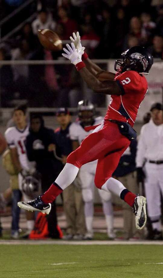 James White of Dawson High School pulls in a pass during the second quarter of a 24 4A high school football game against Manvel High School, Friday, Nov. 4, 2011, at The Rig in Pearland. Photo: Nick De La Torre, Houston Chronicle / © 2011  Houston Chronicle