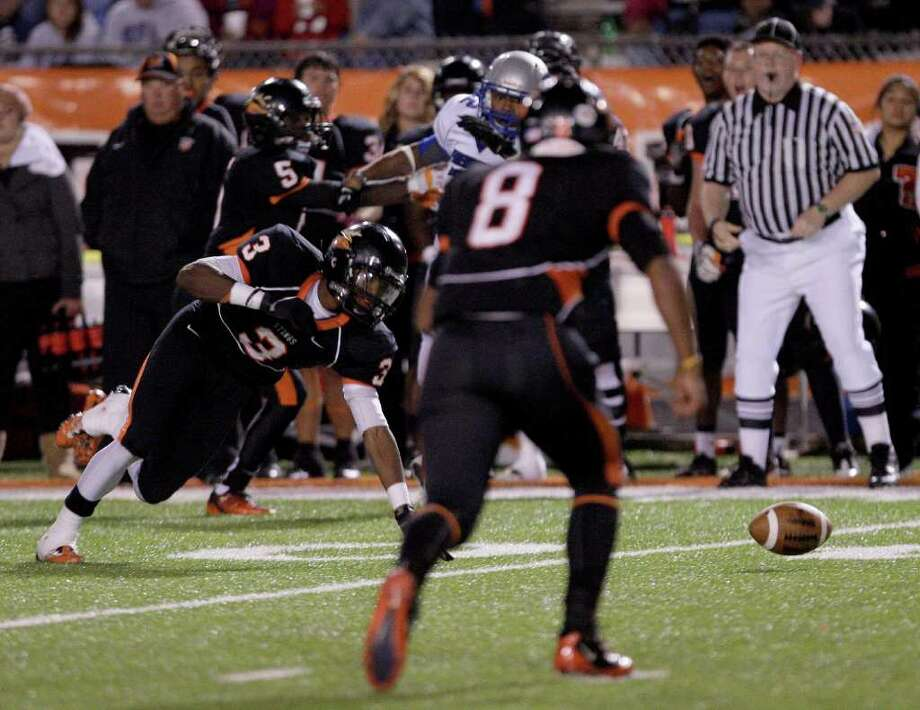 11/4/11:  Running bacK Armanti Foreman #3 of the Texas City Stingaree makes the catch then recovers his fumble against the Friendswood Mustangs defense in Stingarees Stadium in Texas City, Texas. For the Chronicle :Thomas B. Shea Photo: For To Chronicle :Thomas B. Shea