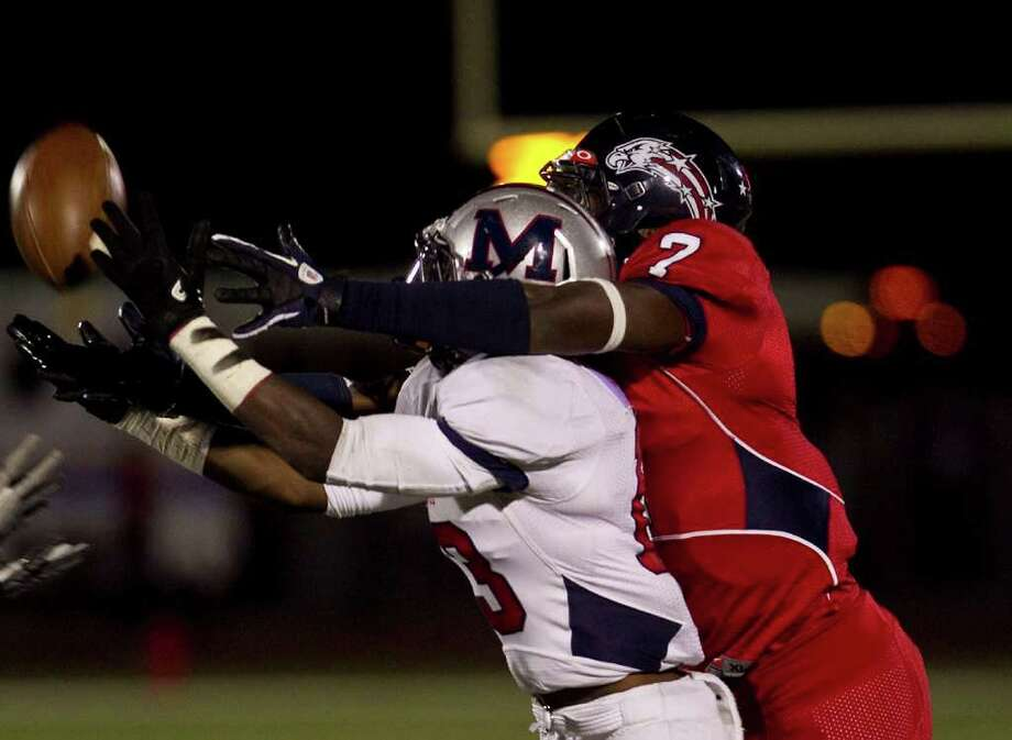 Manvel's Tavares Garner, left, intercepts a ball intended for Dawson's Mike Williams during the third quarter Friday night. Photo: Nick De La Torre / © 2011  Houston Chronicle