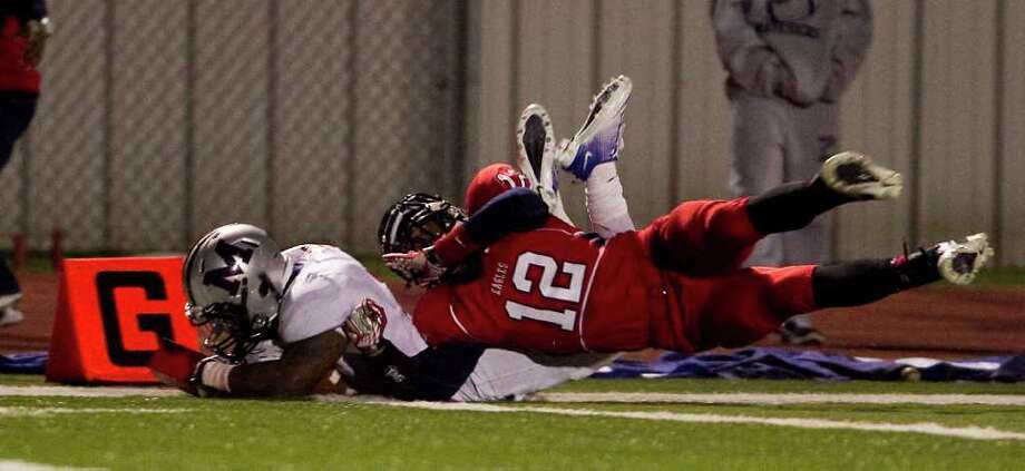 Trenard Taplin of Manvel High School, bottom, dives for a touchdown as Jarell Crenshaw of Dawson High School during the third quarter of a 24 4A high school football game, Friday, Nov. 4, 2011, at The Rig in Pearland. Manvel High School won 44-21. ( Nick de la Torre / Houston Chronicle ) Photo: Nick De La Torre / © 2011  Houston Chronicle