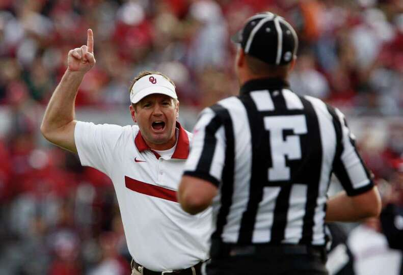 Oklahoma Head Coach Bob Stoops, left, reacts to a call during their NCAA college football game again