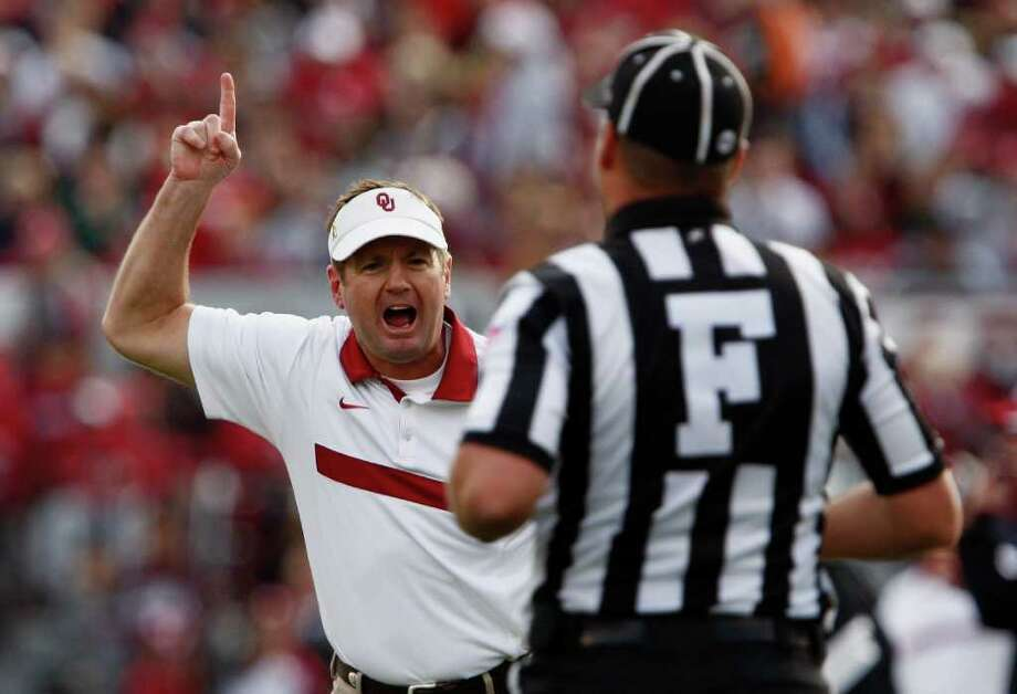 Oklahoma Head Coach Bob Stoops, left, reacts to a call during their NCAA college football game against Texas A&M in Norman, Okla., on Saturday, Nov. 5, 2011.  (AP Photo/Alonzo J. Adams) Photo: ALONZO ADAMS, Associated Press / FR159426 AP