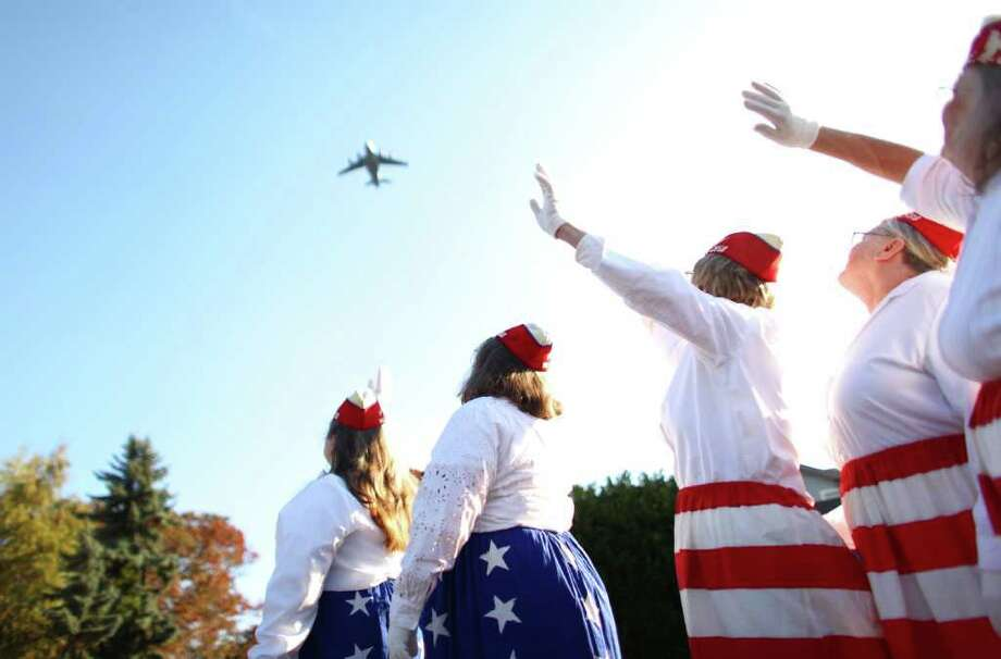Members of the White Center Fraternal Order of Eagles wave as an Air Force C-17 Globemaster III flies overhead. Photo: JOSHUA TRUJILLO / SEATTLEPI.COM