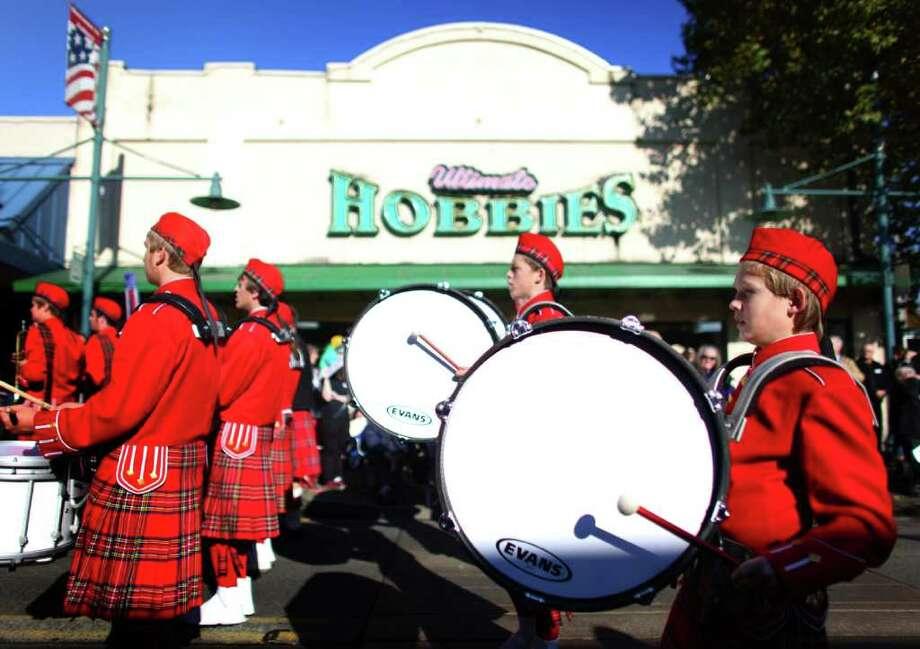 The Highland Scotties marching band performs during the regional Auburn Veterans Day Parade. Photo: JOSHUA TRUJILLO / SEATTLEPI.COM
