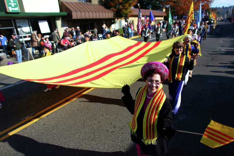 Vietnamese veterans march during the regional Auburn Veterans Day Parade. Photo: JOSHUA TRUJILLO / SEATTLEPI.COM