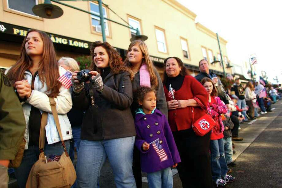 Spectators watch the regional Auburn Veterans Day Parade. Photo: JOSHUA TRUJILLO / SEATTLEPI.COM