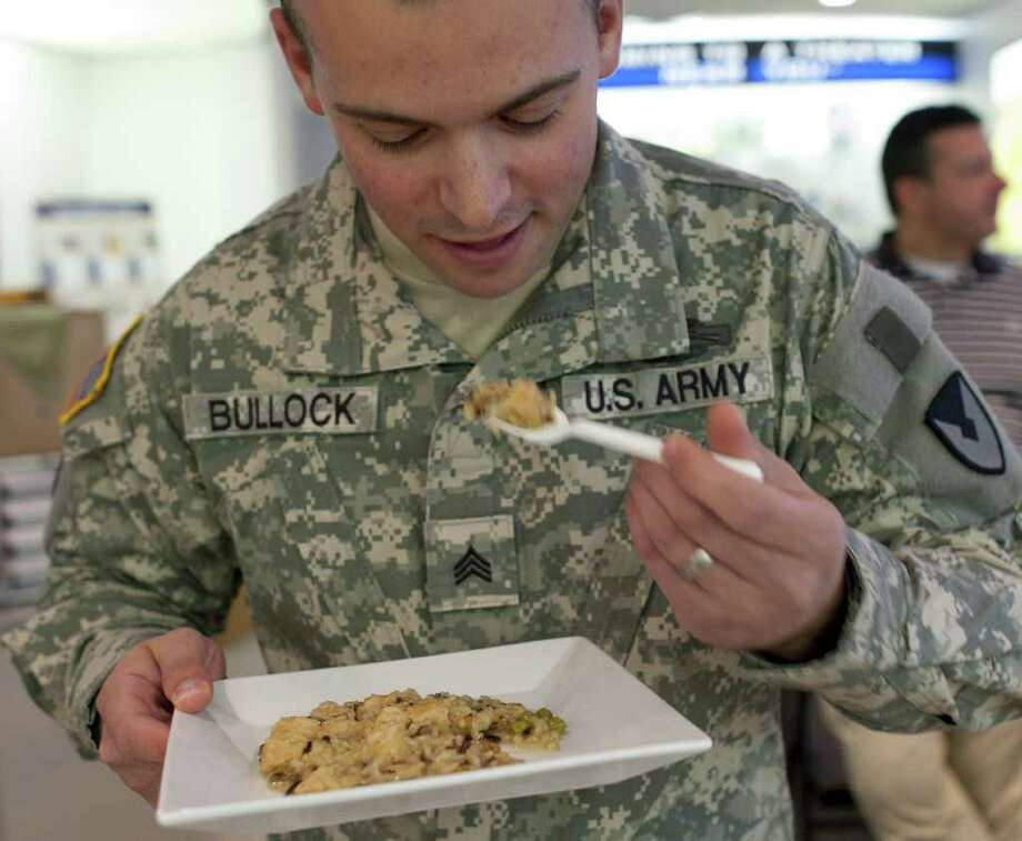 CJ GUNTHER : WASHINGTON POST TASTE TEST: Sgt. Seth Bullock, digging into chicken and rice, said it reminds him of meals he enjoyed growing up in Georgia. Scientists are considering the entree for MREs. Photo: POST / THE WASHINGTON POST