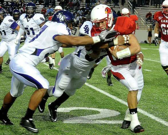 Lamar's Doug Prewitt carries the ball during the game against Stephen F. Austin at the Provost Umphrey Stadium at Lamar University in Beaumont, Saturday, November 5, 2011. Tammy McKinley/The Enterprise Photo: TAMMY MCKINLEY