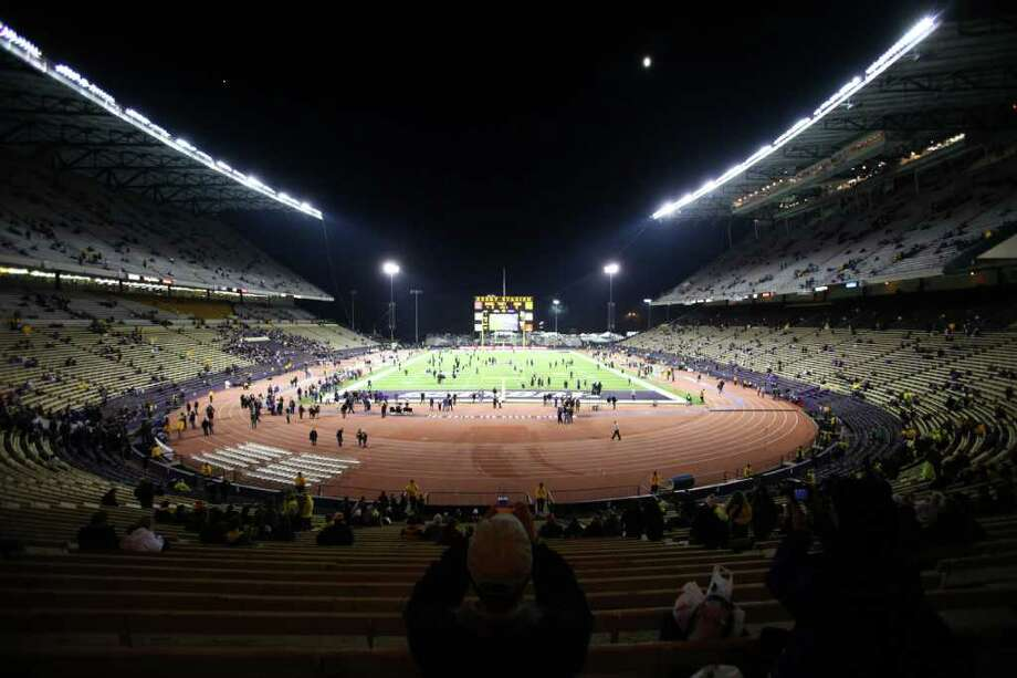 Fans begin to fill Husky Stadium during a game against the Oregon Ducks on Saturday, November 5, 2011. The game was the last to be held at the aging stadium. Beginning next week demolition of the stadium will begin. Photo: JOSHUA TRUJILLO / SEATTLEPI.COM