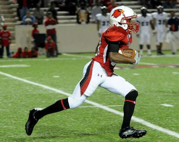 Lamar's VanLawrance Franks runs the ball during the game against Stephen F. Austin at the Provost Umphrey Stadium at Lamar University in Beaumont, Saturday, November 5, 2011. Tammy McKinley/The Enterprise Photo: TAMMY MCKINLEY