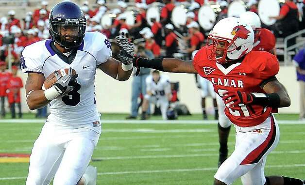 SFA's Kris Lott gets past Lamar's Branden Thomas at the Provost Umphrey Stadium at Lamar University in Beaumont, Saturday, November 5, 2011. Tammy McKinley/The Enterprise Photo: TAMMY MCKINLEY