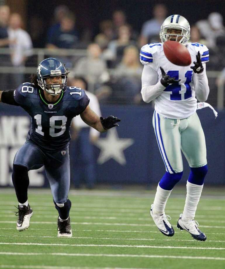 Dallas Cowboys' Terence Newman, right, intercepts a ball in front of Seattle Seahawks' Sidney Rice during second half of an NFL football game on Sunday, Nov. 6, 2011, in Arlington, Texas. Photo: AP