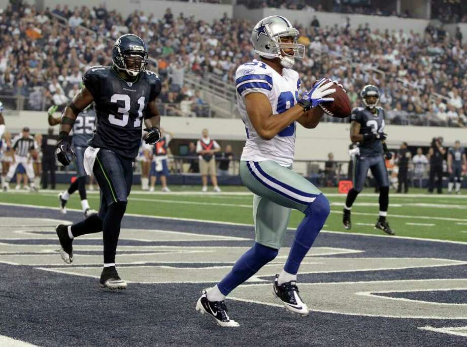Dallas Cowboys' Laurent Robinson makes a touchdown reception against the Seattle Seahawks during the second half of an NFL football game Sunday, Nov. 6, 2011, in Arlington, Texas. Photo: AP