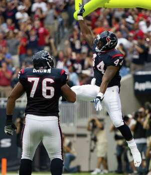 Houston Texans running back Ben Tate (44) celebrates his 27-yard touchdown run against the Cleveland Browns with tackle Duane Brown (76) during the first quarter of an NFL football game at Reliant Stadium on Sunday, Nov. 6, 2011, in Houston. The Texans beat the Browns 30-12. Photo: Brett Coomer, Houston Chronicle / © 2011  Houston Chronicle