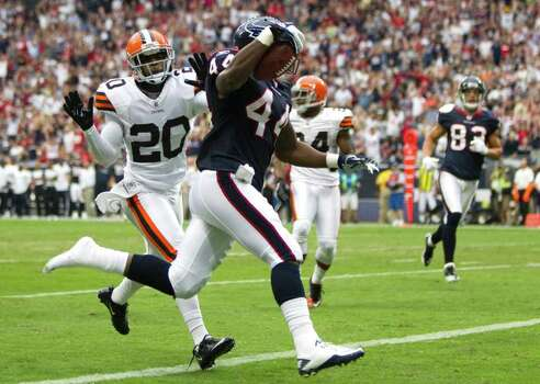 Houston Texans running back Ben Tate (44) runs past Cleveland Browns free safety Mike Adams (20) on a 27-yard touchdown run during the first quarter of an NFL football game at Reliant Stadium on Sunday, Nov. 6, 2011, in Houston. The Texans beat the Browns 30-12. Photo: Brett Coomer, Houston Chronicle / © 2011  Houston Chronicle